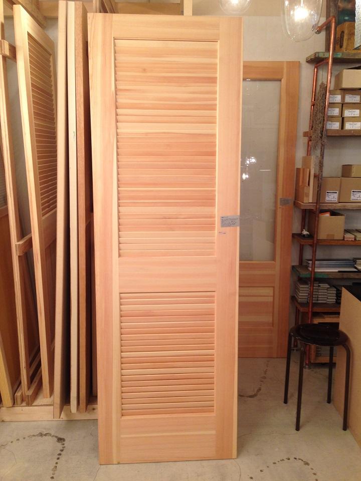 パイン材のドア