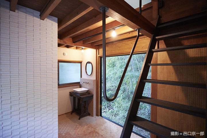 山小屋の室内1階