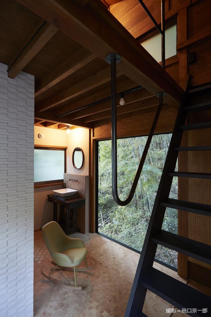 山小屋の室内
