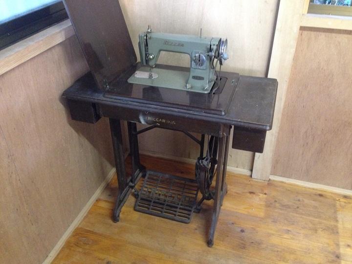 祖母のミシン台