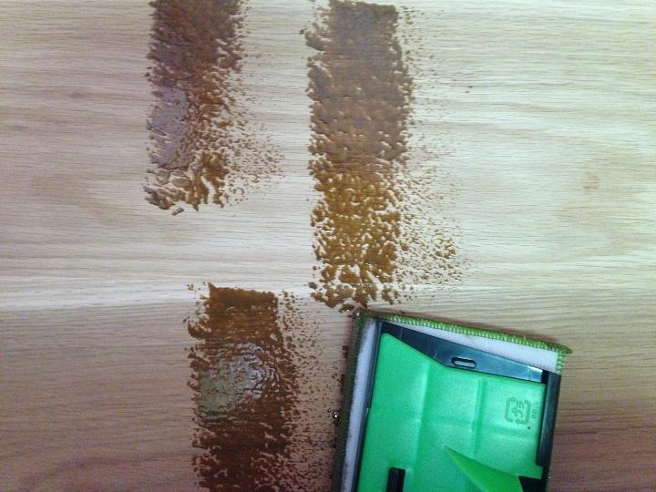 塗料を木部につける