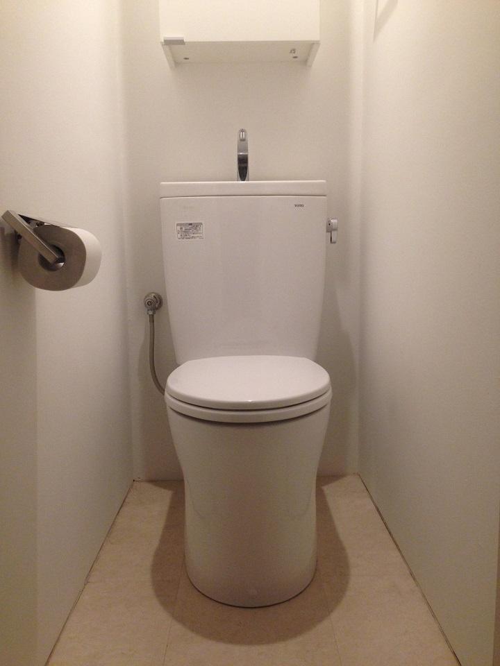タンクつきトイレの一例