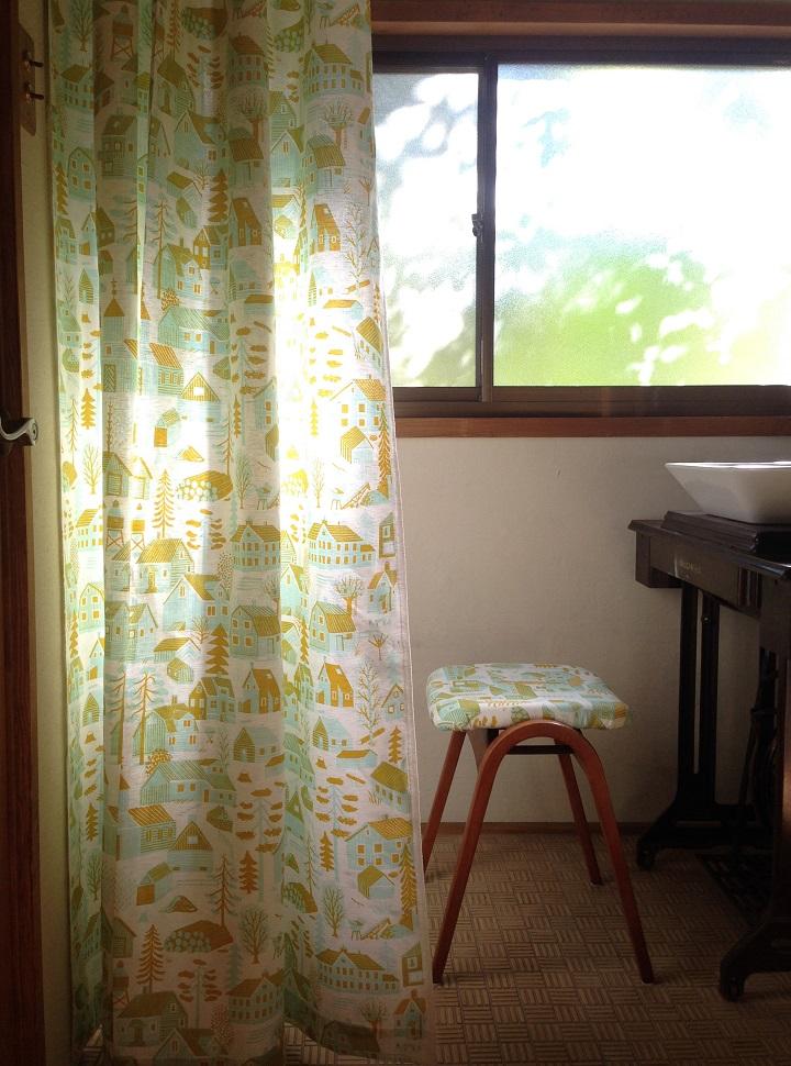 光を浴びたカーテン