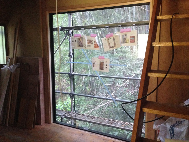 工事中の窓