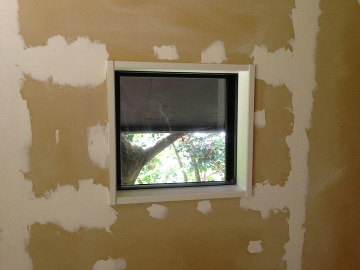 塗装前の窓枠