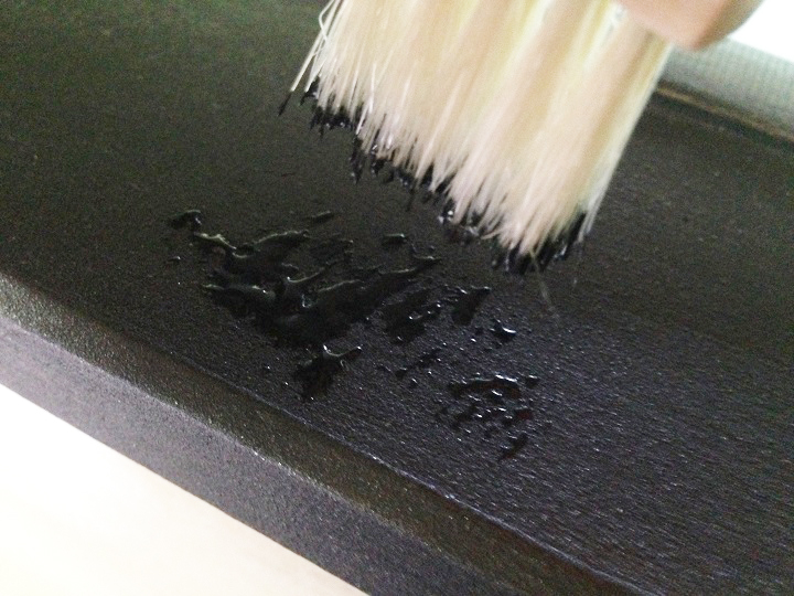 百円ショップのミニぼうきで塗装