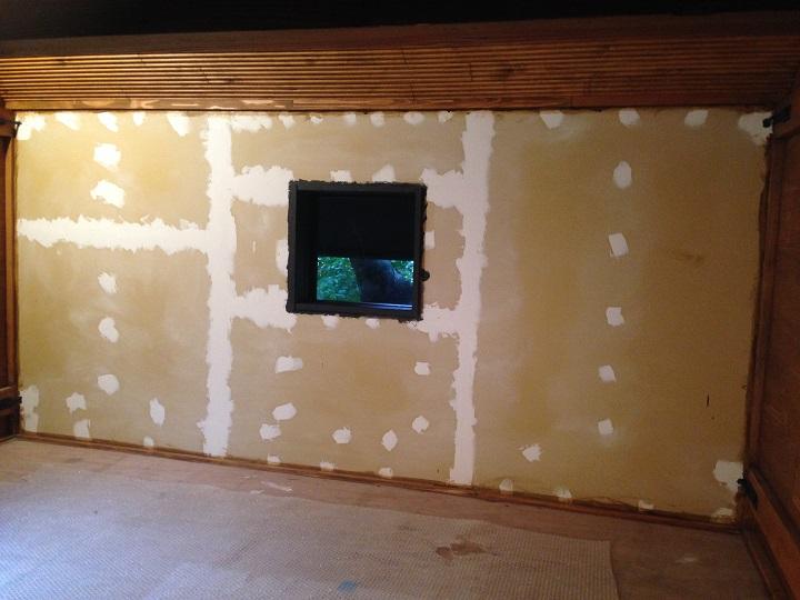 下地処理が完了した壁