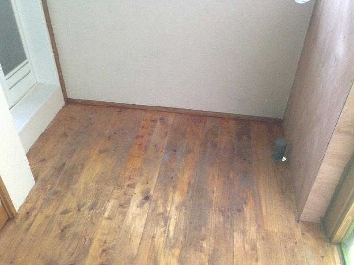 洗面前の床(工事前)