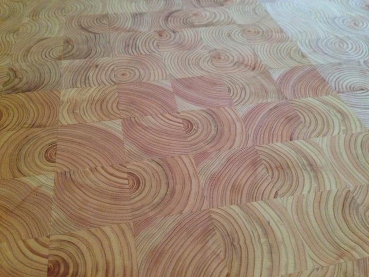 塗装が乾いた後の床