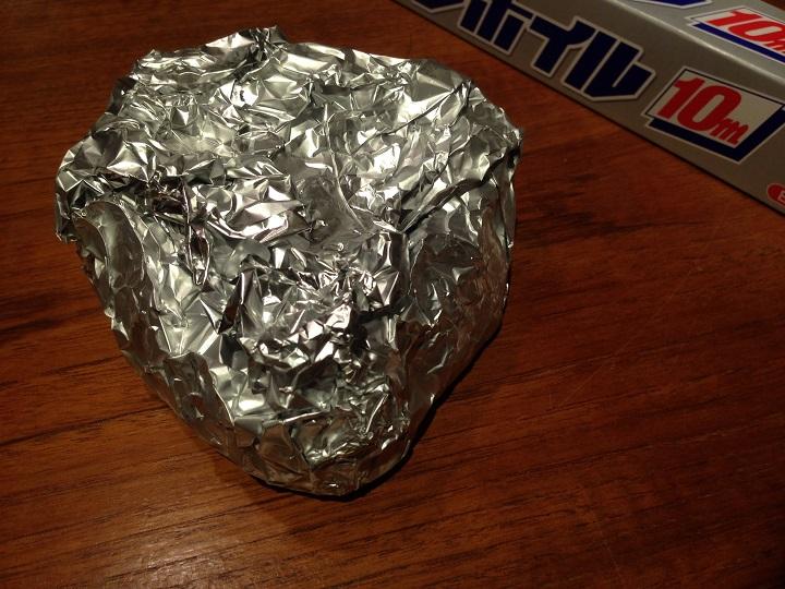アルミホイルで包んだ肉