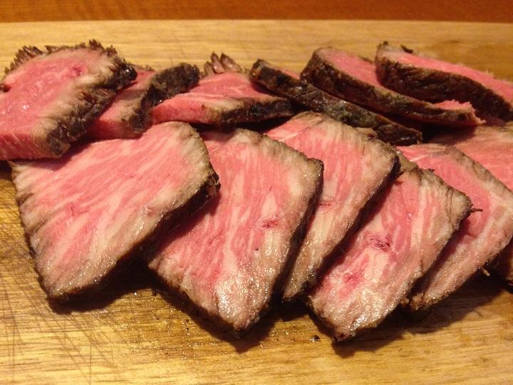 薄くカットした肉