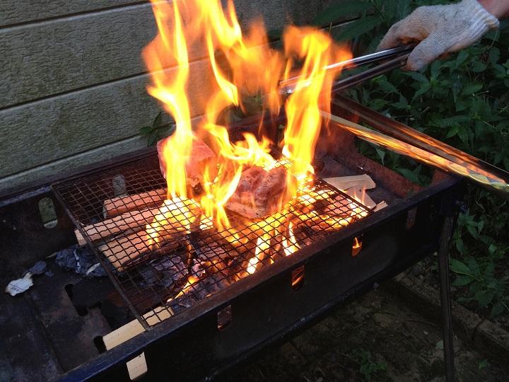 バーベキューセットで焼いているところ
