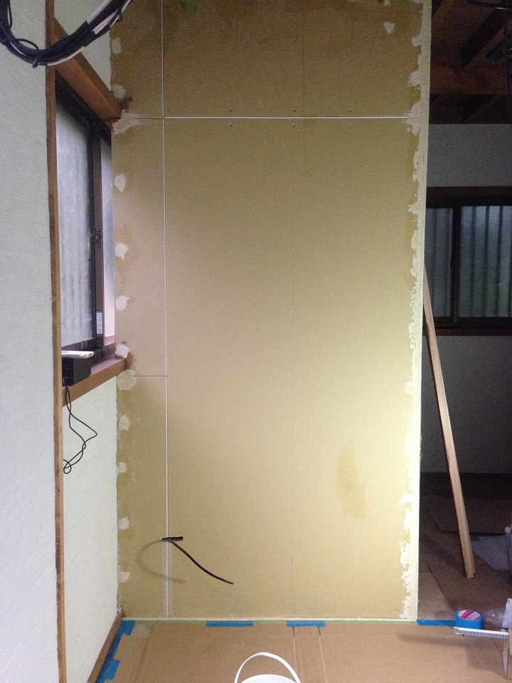「ラフソーン」を施工する壁