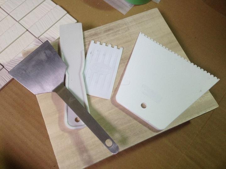 クシやコテなどの道具
