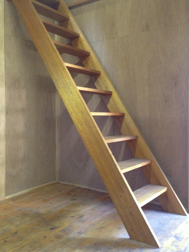 既存の木製の階段