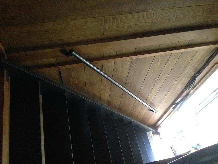 階段横の手すり