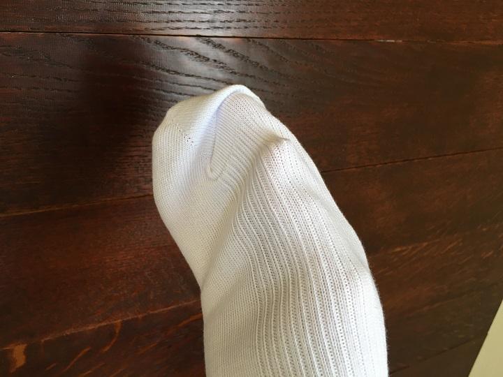 靴下をかぶせた手