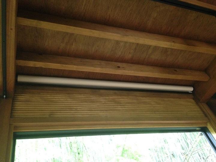 設置後のロールカーテン
