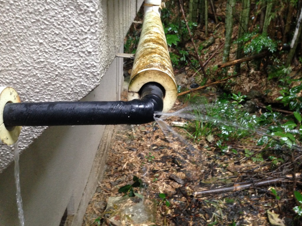 破裂した水道管