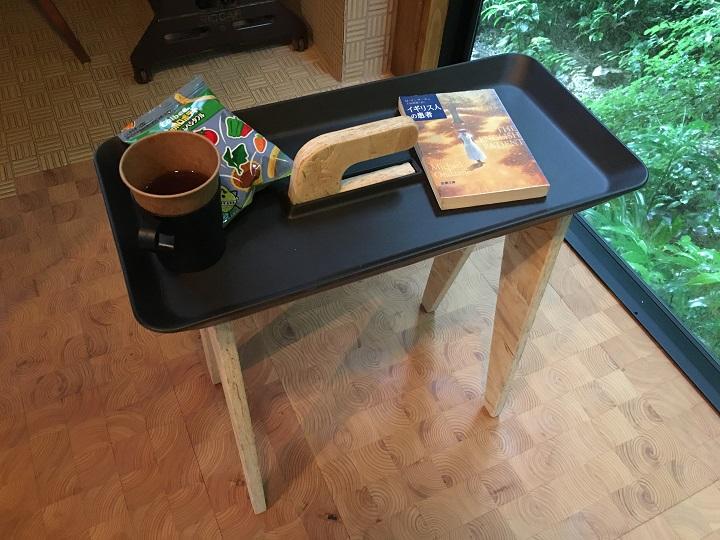 タイニーウォークにお茶や文庫を置いた
