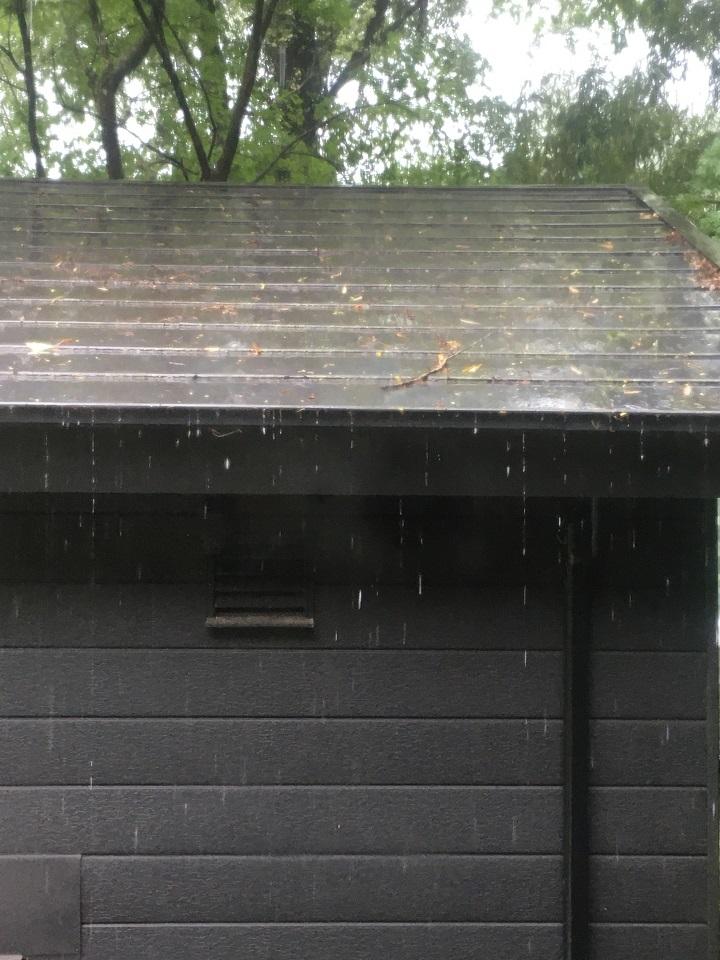 山小屋の梅雨