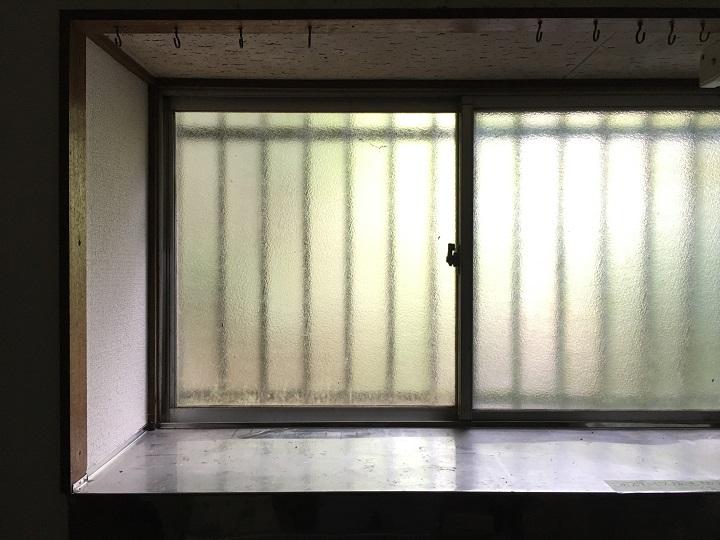 設置前の出窓