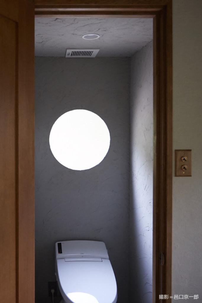 トイレの丸窓