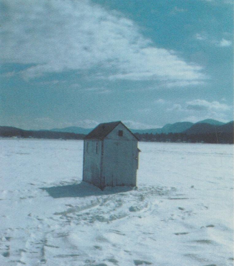 氷上の釣り小屋