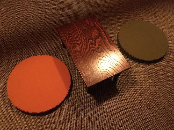 ローテーブルとクッション
