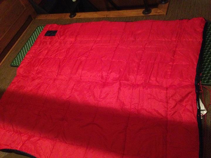 横に開いた寝袋