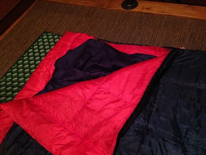 寝袋の中のインナーシュラフ