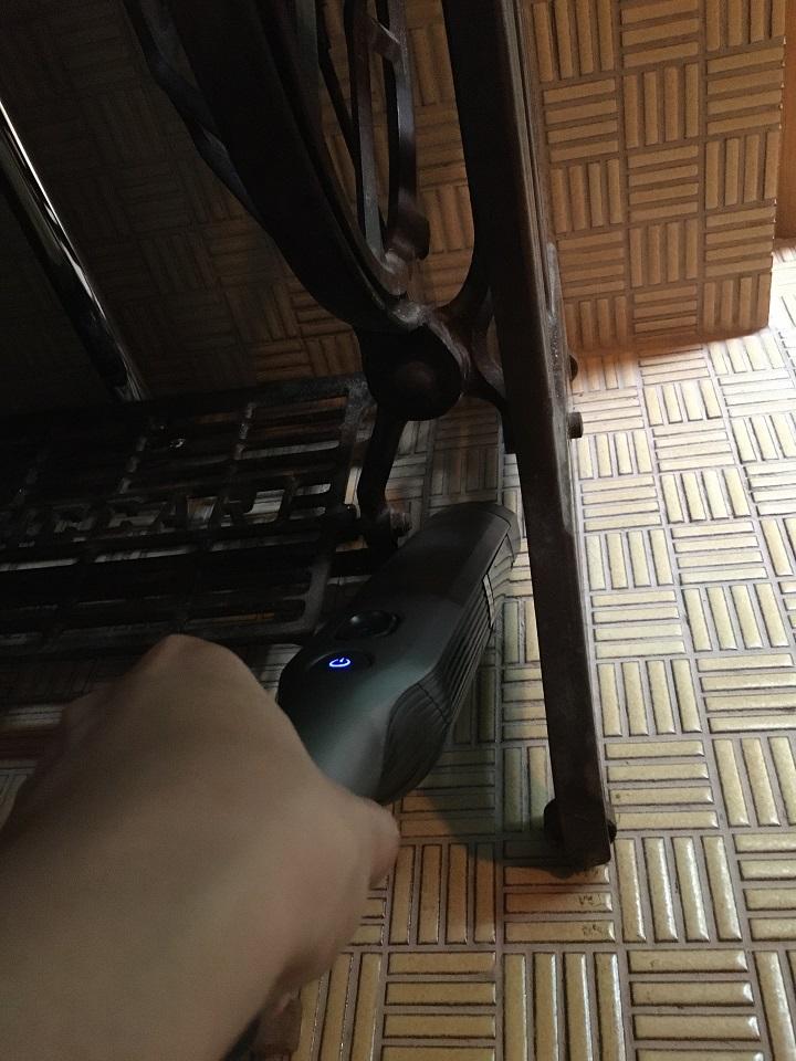 家具のスキマを掃除