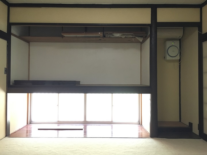 押入れの窓