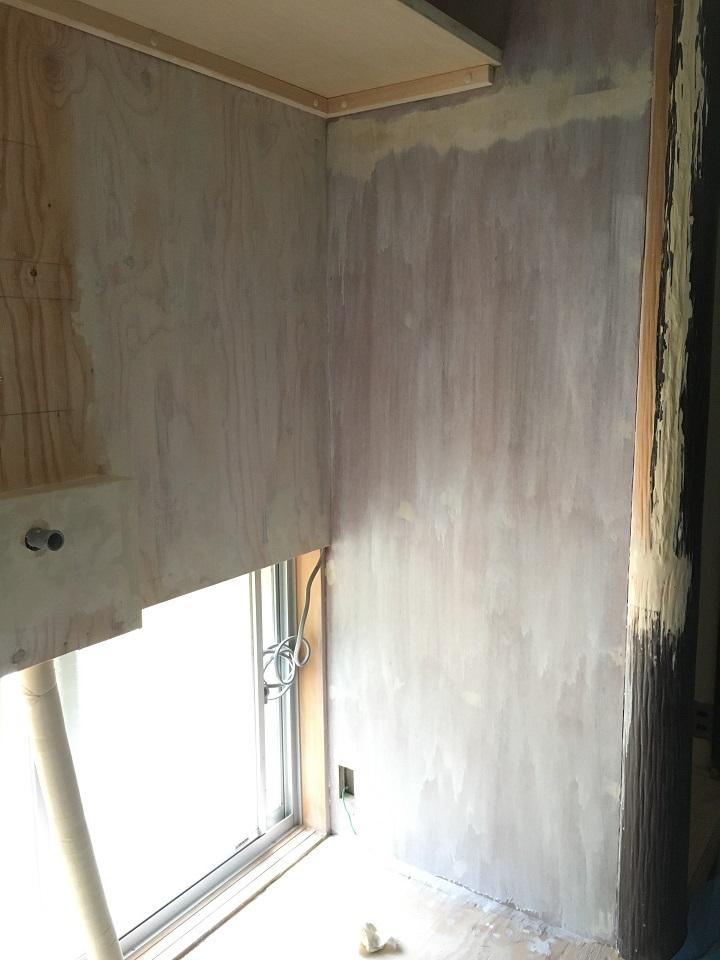 プライマー塗装後の壁