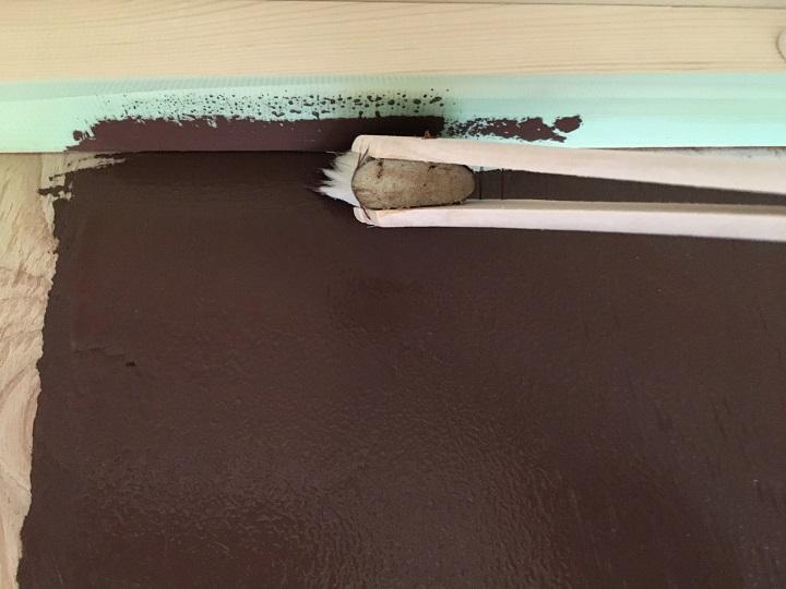 ハケで珪藻土ペイントを塗る