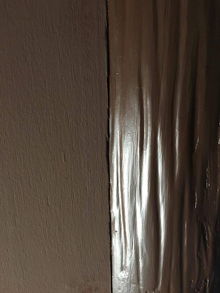 珪藻土ペイントの質感を既存のペンキ塗装部とくらべる