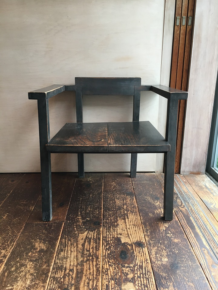 「9坪の宿 スミレアオイハウス」の椅子