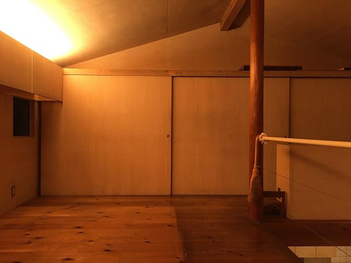「9坪の宿 スミレアオイハウス」二階の収納