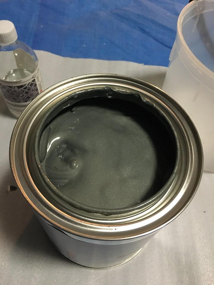 アイアン塗料のフタを開けた