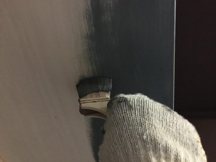 アイアン塗料で収納棚を塗装