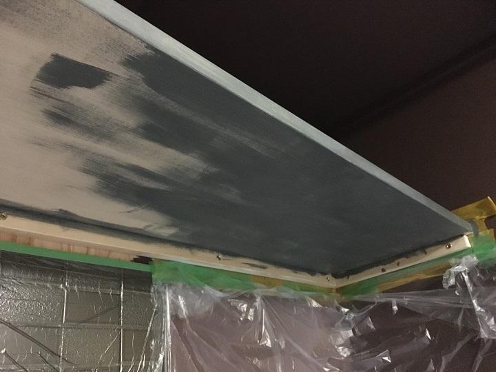 塗装途中の収納棚