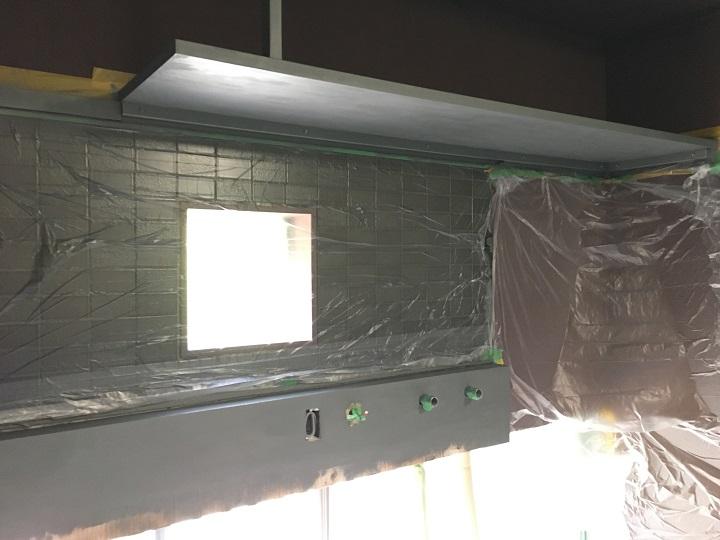 アイアン塗料の塗装が完了したキッチン