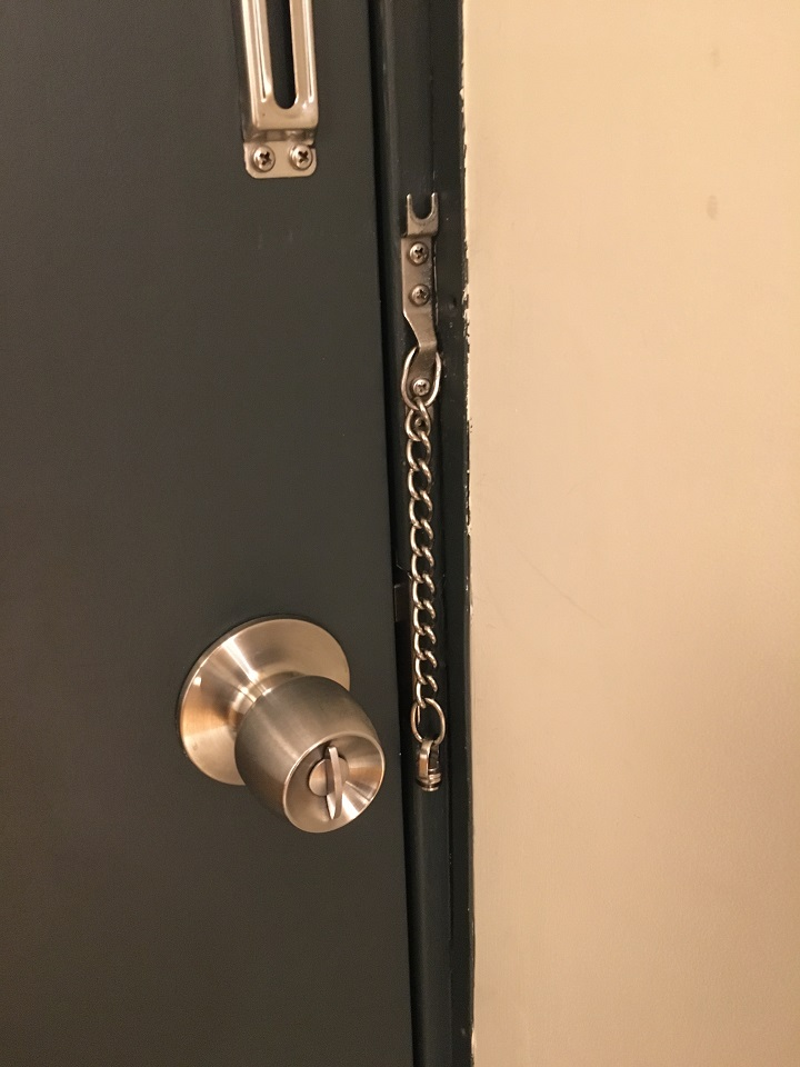 オートロックのないドア
