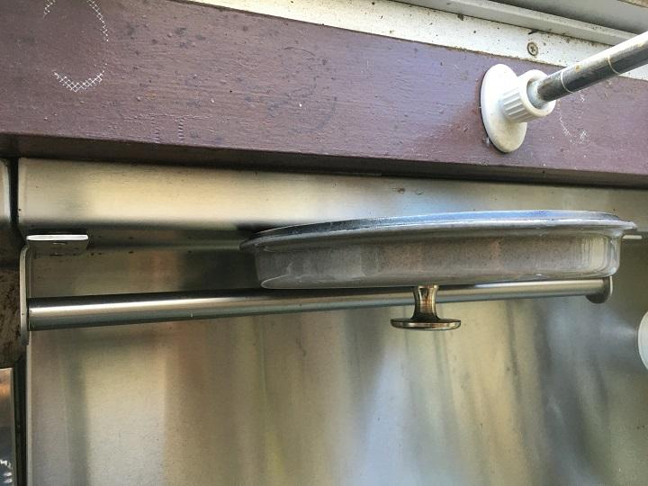 鍋ブタを置いたレール