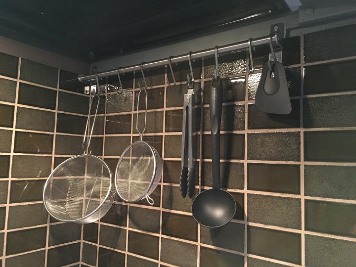キッチンツールを吊るした