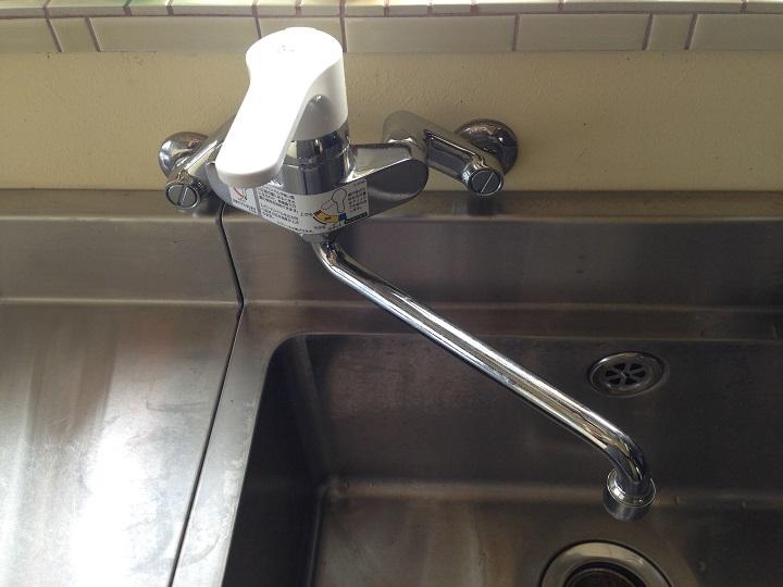 水栓の白いハンドル