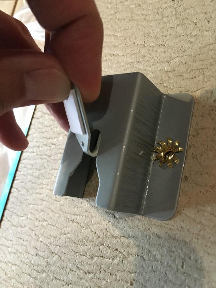 ミニフックを金具に引っかける