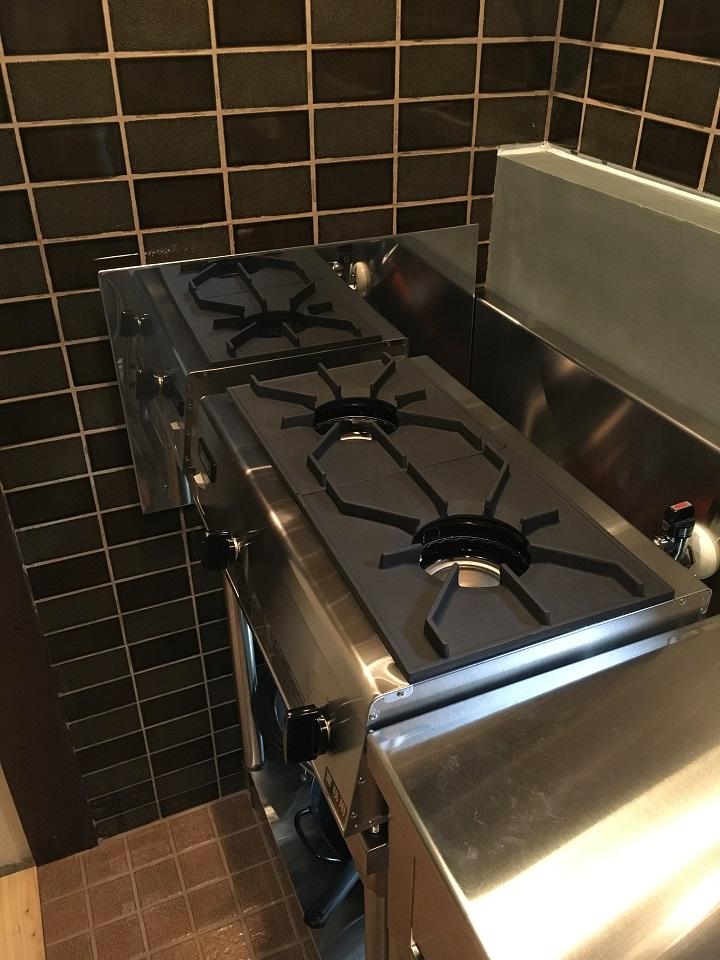 防熱板を設置したキッチン