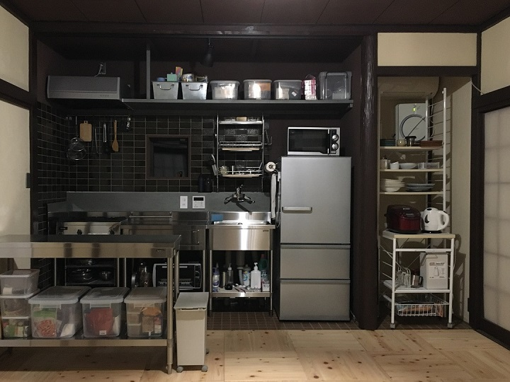 調理器具などをセッティングしたキッチン