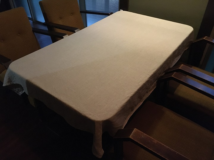 アイロンがけした「Pint」のテーブルクロス